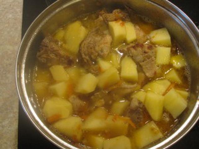 Как тушить картошку с мясом в кастрюле рецепт с фото пошагово