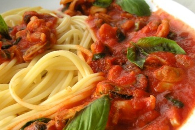 Итальянская паста Спагетти с томатным соусом Очень
