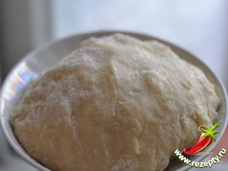 Смешать все продукты, замесить мягкое тесто, положить на 30 минут в холодильник
