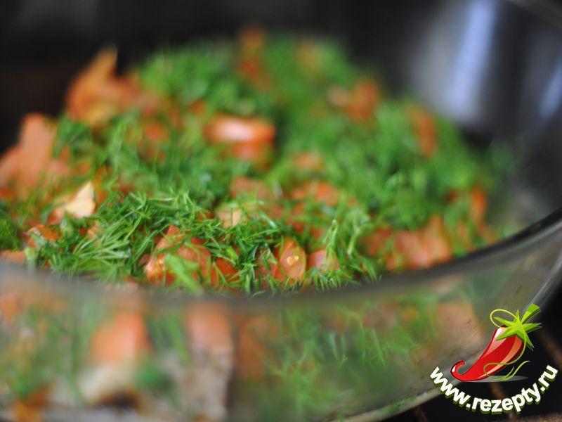 Вынуть из духовки, посыпать измельчённой зеленью, поставить в духовку ещё на 5 минут