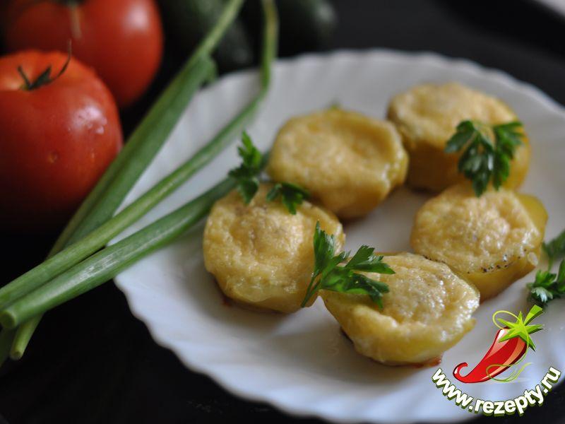 Картофель, запечённый с перепелиными яйцами
