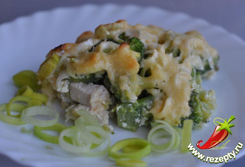 Курица с брокколи под сливочным соусом
