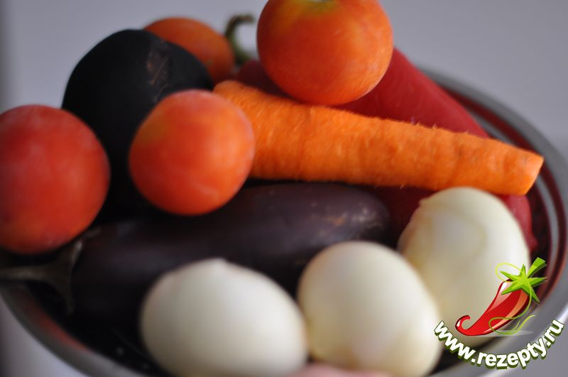 Подготовить продукты. Овощи очистить