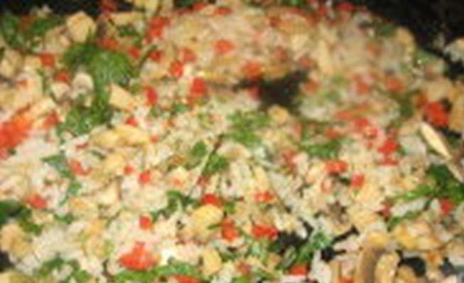 рис и рубленая зелень