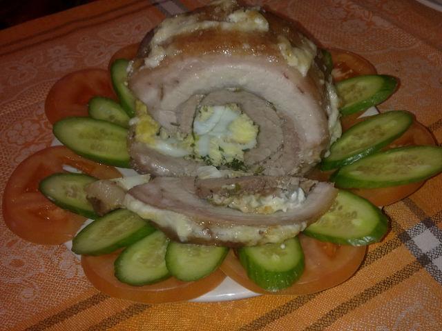 Рулет из свинины с яйцом по-белорусски