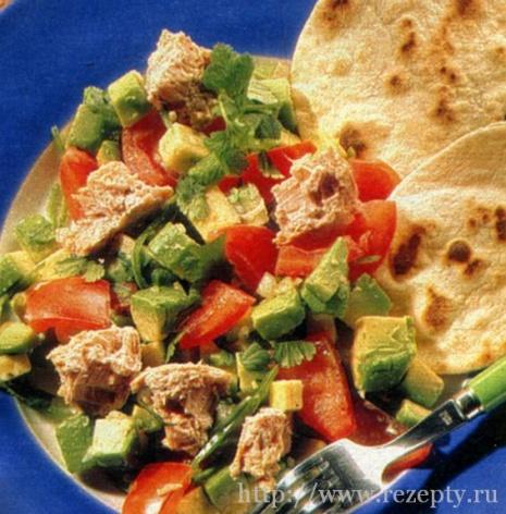 Салат из тунца с лепёшками
