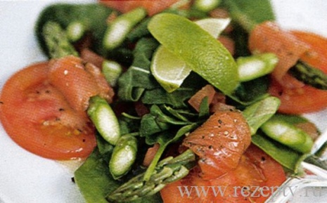 Салат со спаржи с лососем
