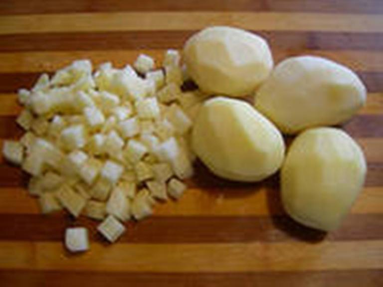Картошку почистить