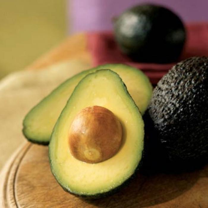 Авокадо разрезаем