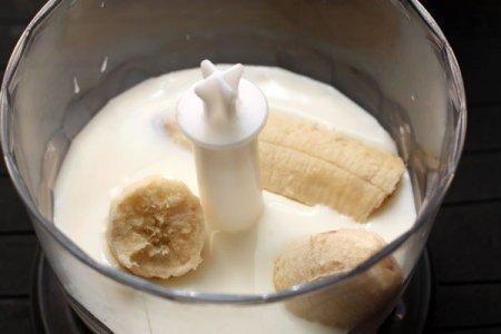 К мороженому и банану