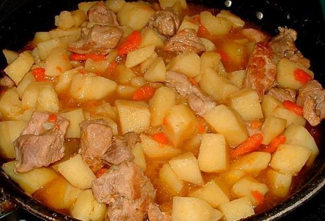 Рецепт картошка тушеная с мясом свинины