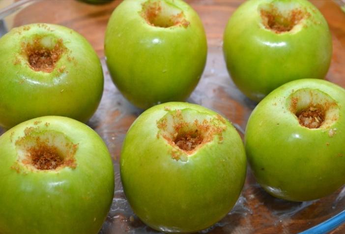 Сладкая начинка в яблоках
