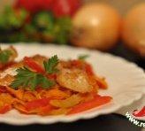 Жареная рыба с овощами