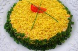 Слоеный кальмаровый салат