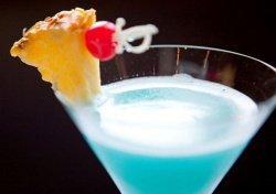 Рецепты алкогольных коктейлей.  Коктейль Голубые Гавайи.