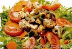 Летний овощной салат с куриным филе