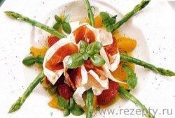 Салат с зелёной спаржей