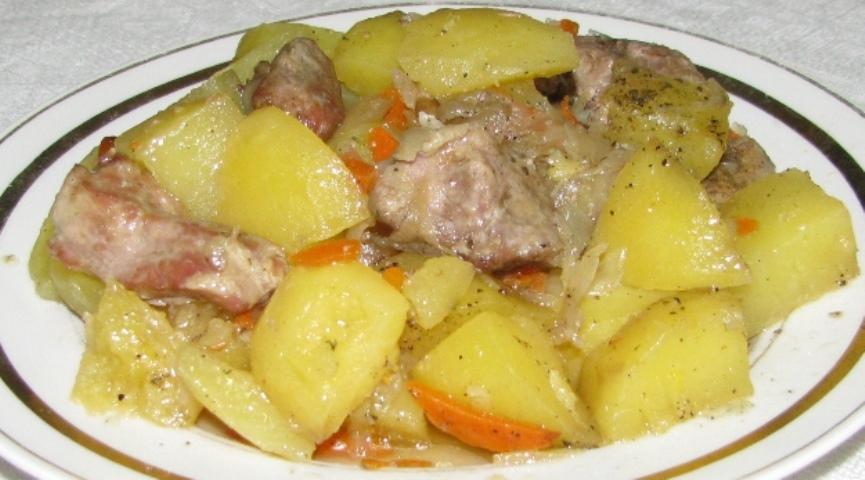Как потушить свинину с картошкой | Кулинарные рецепты на сайте ...
