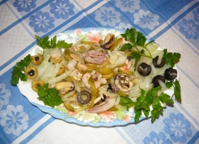 Вкусный салат из морепродуктов