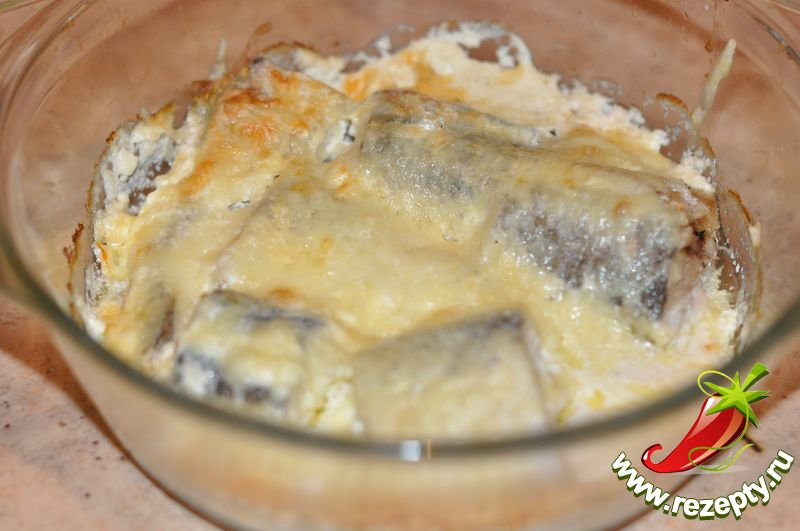 ...вкусно приготовить рыбу. .  4. Плотно накрываем форму сверху пищевой...