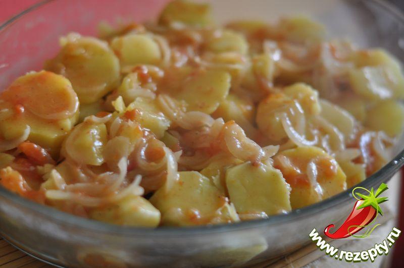 Полить оставшимся соусом картофель. Запекать в духовке при 180С около получаса