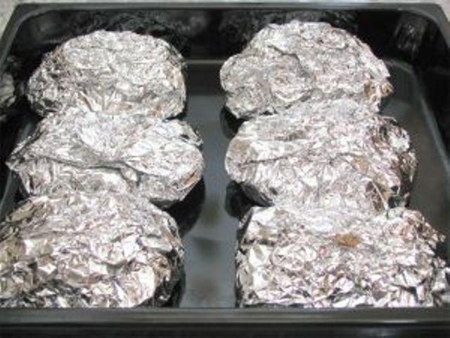 Порционная свинина с картофелем в фольге в духовке рецепт