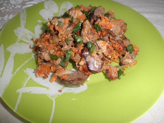 Жареная печень с морковью